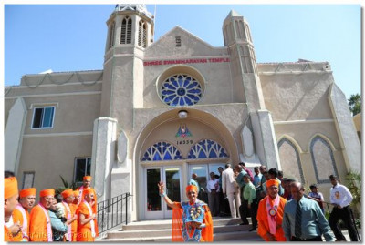 Acharya Swamishree gives His divine darshan in front the newly opened Shree Swaminarayan Temple Los Angeles, California