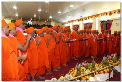 Acharya Swamishree and sants perform the first aarti to Lord Swaminarayanbapa Swamibapa for the first-ever annkut at the temple