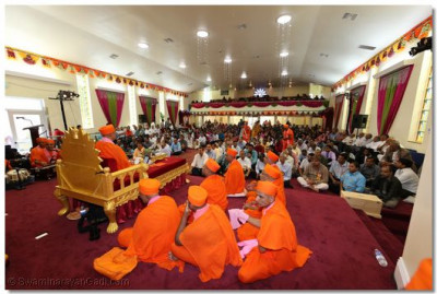 Hundreds of disciples assembled in the temple hall for Acharya Swamishree's final ashirwad of the Murti Pratishtha Mahotsav in Los Angeles