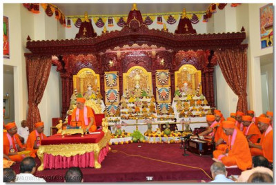 Acharya Swamishree continues to deliver His divine ashirwad