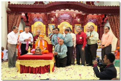 The disciples of Shree Swaminarayan Temple Los Angeles' committee eagerly await Acharya Swamishree's divine darshan