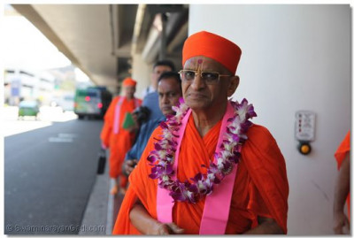 His Divine Holiness Acharya Swamishree Prepares to leave LAX Airport