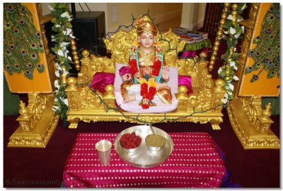 Lord Shree Swaminarayan offered thaal & panchjiri