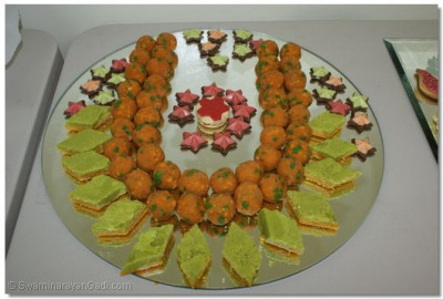 Delicacies arranged in the shape of Tilak Chandlo