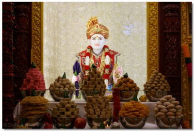 Divine annakut darshan of Jeevanpran Shree Abjibapashree