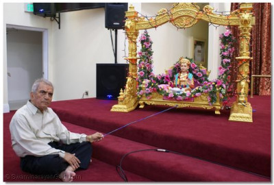 A disciple swinging Lord Shree Swaminarayan on Hindola
