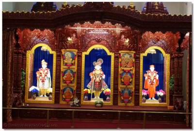 Divine Darshan of Lord Shree Swaminarayan, Jeevanpran Shree Abjibapashree and Jeevanpran Shree Muktajeevan Swamibapa