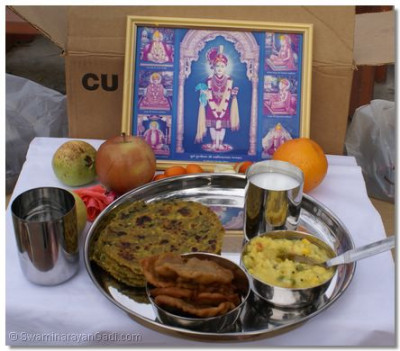 Thaal being offered to Lord shree Swaminarayan