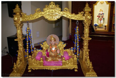 Divine darshan of Jeevanpran Shree Abjibapashree on ornate swing