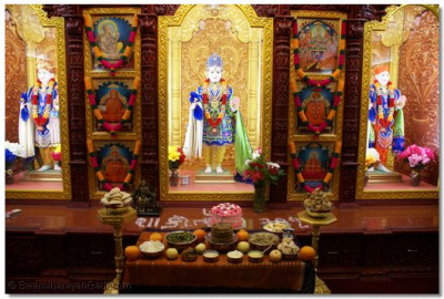 Lord Shree Swaminarayan offered delicacies
