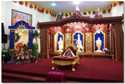 Divine darshan of Sinhasan at Shree Swaminarayan Temple Los Angeles
