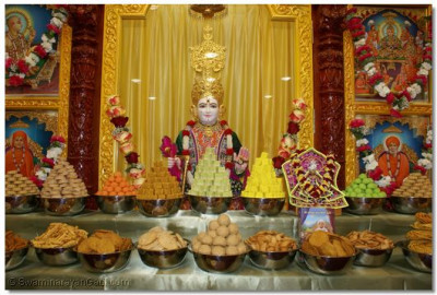 Divine darshan of Supreme Lord Shree Swaminarayan with Annkoot