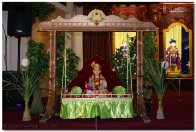Divine darshan of Lord Shree Swaminarayan on ornate swing