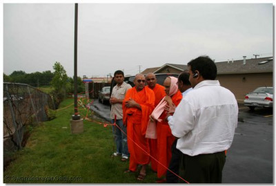 Acharya Swamishree, sants, and disciples visit the construction site of the new temple