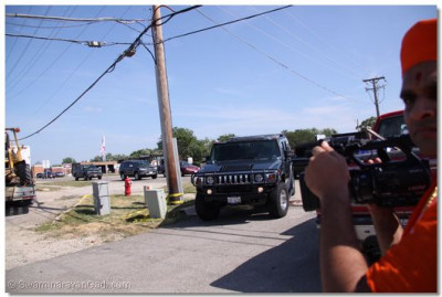 Acharya Swamishree�s Hummer stretch limo arrives at the temple site