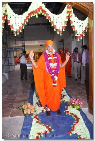 Acharya Swamishree arrives in the decorated temple hall