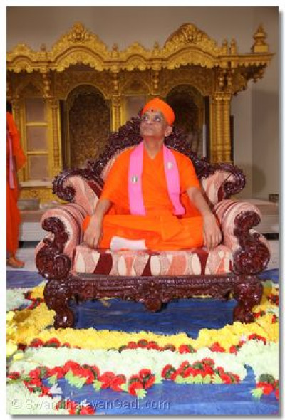 Acharya Swamishree checks the temple�s progress