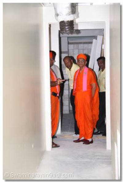 Acharya Swamishree checked each and every one of the temple�s rooms and facilities