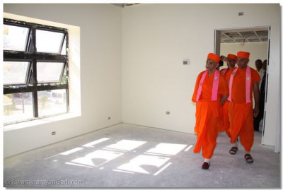 Acharya Swamishree checks the temple�s construction progress