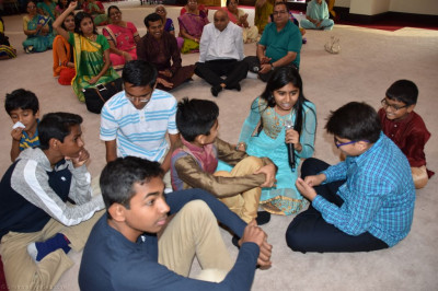 Disciples play various devotional games based on knowledge of religion to please the Lord