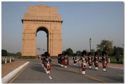 Shree Muktajeevan Pipe Band in formation at India Gate