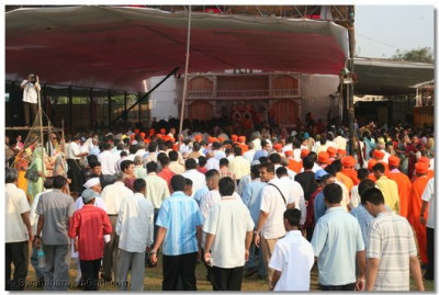 Hundreds of disciples had the darshan of the swagat procession