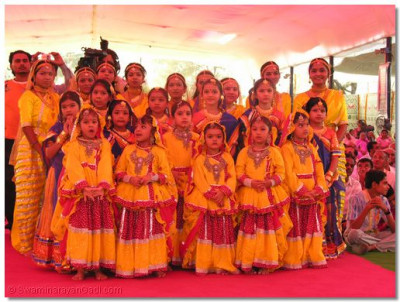 The female participants of the swagat dance