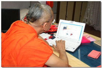 Acharya Swamishree views the pages on the site