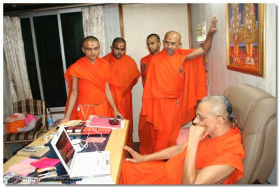 Acharya Swamishree and some of the sants who helped in the development of the site