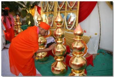 His Divine Holiness Acharya Swamishree during the poojan ceremony