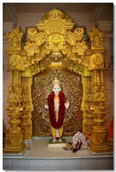 Divine Darshan of Lord Swaminarayan in the new Sinhasan