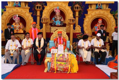 Acharya Swamishree said in His divine blessings that Lord Shree Swaminarayan was an advocate of peace, unity and compassion, and seeing His genuine love for people of all faiths and cultures, people from all statures of society became devoted to Him