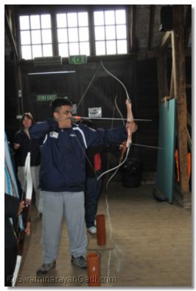 Students have a go at archery