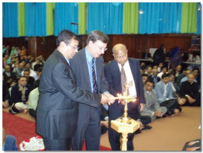 Mr Andrew Dismore MP and members of the temple trustees light the auspicious flame