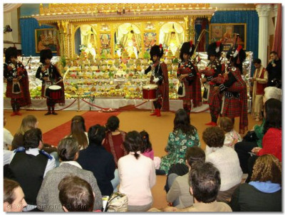A performance by Shree Muktajeevan Pipe Band