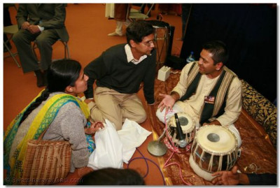 A devotee explains the history of Tabla