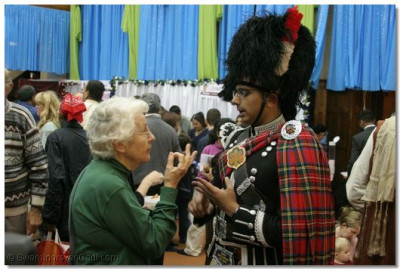 A member of Shree Muktajeevan Pipe Band in explains more about the Band to a guest