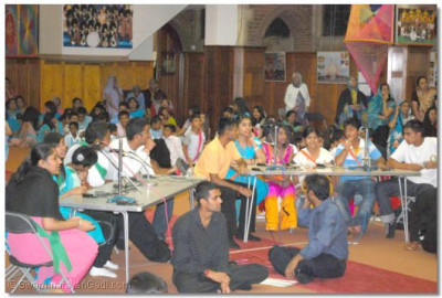 Team Ramanand Swami and Team Swamishree take part in the Flashing Words game