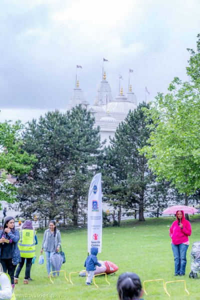 Peppa Pig's Muddy Puddle walk is set within Silver Jubilee Park with the magnificient Shree Swaminarayan Mandir Kingsbury in the background