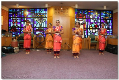 Shree Muktajeevan Dance Academy perform a classical Indian dance at Lady Sarah Cohen House