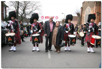 Guests Mr and Mrs Grewal from UK TV's Channel 4�s The Family enjoy the SMPB deummers fanfare