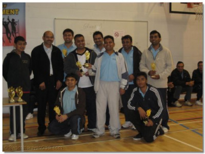 Swamibapa Volleyball Club with the 2009 Runners Up Trophy and sponsor Hirjibhai of Kingsbury Fruit and Veg