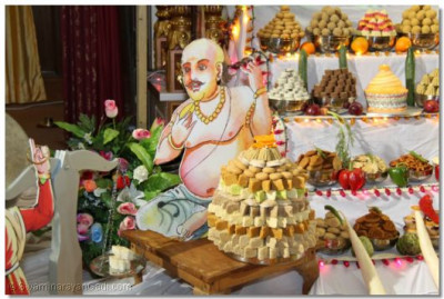 Lord Ghanshyam asks the sweet shop owner for sweets in return of His Bhabhi's gold ring