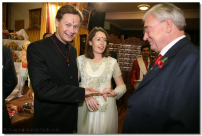 Matthew Offord MP and his wife show their mehndi