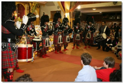 Shree Mukatjeevan Pipe Band in performance