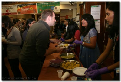 People try out the delicious Indian cuisine