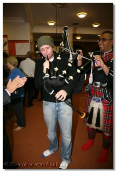 ....and try out the bagpipe...