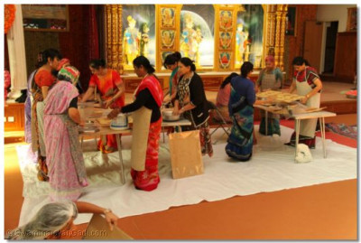 Disciples prepare Ankut sweet and savoury food items to please Lord Shree Swaminarayanbapa Swamibapa