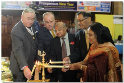 Honoured guests and trustees of Shree Swaminarayan Temple Golders Green light the flame of peace to officially start the evening's proceedings
