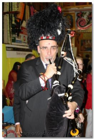 A guest attempts to play the bagpipe